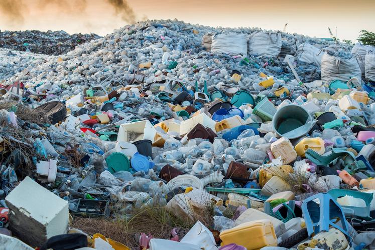 Een gigantische stortplaats vol plastic.